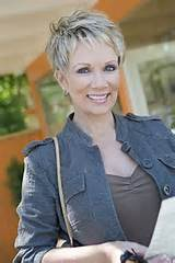 50 Classy & Simple Short Hairstyles For Women Over 50