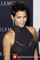 2010 halle berry catwoman hairstyle halle berry catwoman photos