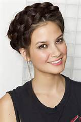 Thursday, May 17, 2012 Lessons From The Pros: The Perfect Braid Crown