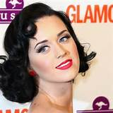 Katy with a simple 50s hairstyle - Pinup