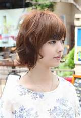 Asian Hairstyles for women: Layered Short Wavy Bob Hairstyle