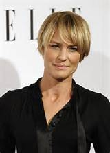Below are a few recommended hairstyles for women over 40