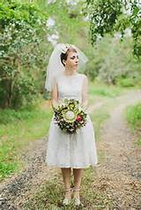 Wedding hairstyle for brides with short hair: Short veil with a bow