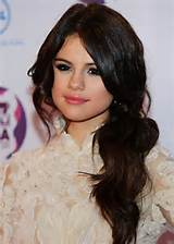 Selena Gomez Hairstyles: Low Ponytail with Side Part /Getty Images