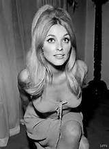How To Create A 60s Look Choosing A Hairstyle How to Do 60s Hairstyles ...