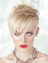 12 Photos of the Short Haircuts for Women Over 40