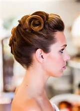 Vintage Updo Hairstyle for Formal Occasions Vintage Updo Hairstyle and ...
